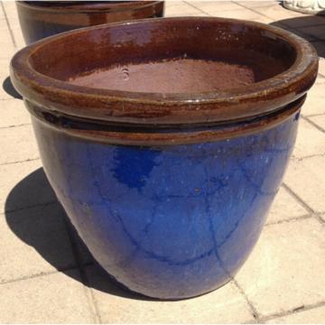 ST0927 Medium Brown Falling Blue Belly Pot